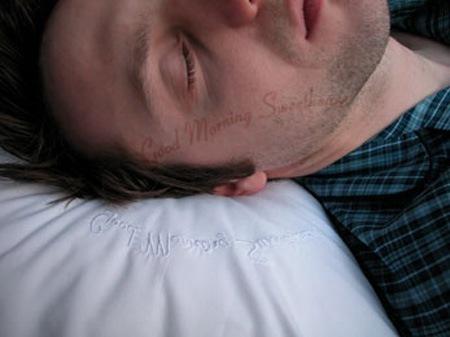 Подушка с трафаретом