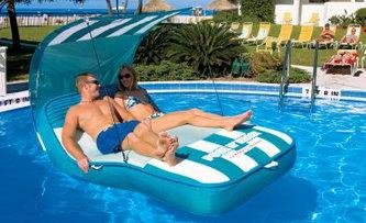 Необычная мебель для бассейна