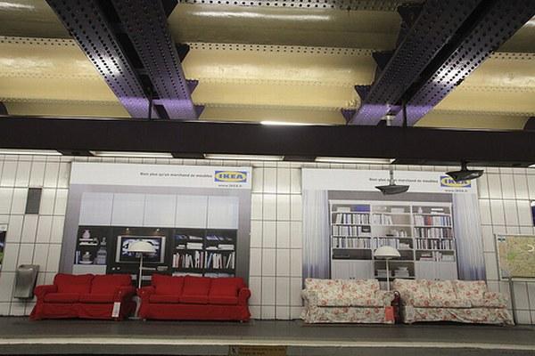 Реклама Икеа в парижском метро