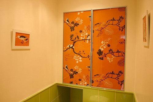 Задняя стена  туалета и детали интерьера