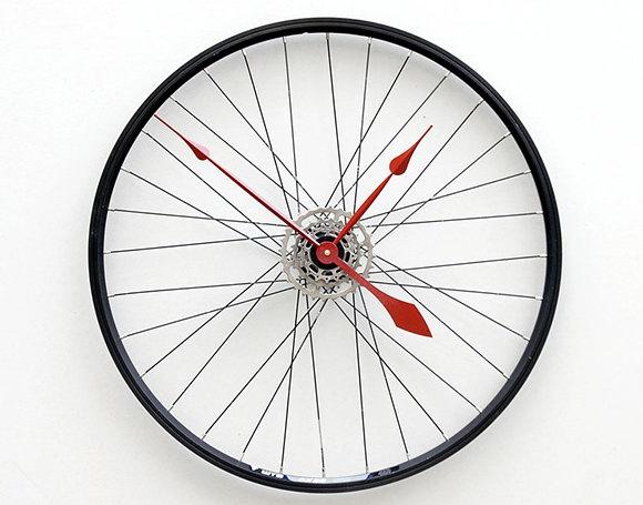 Часы - велосипедное колесо