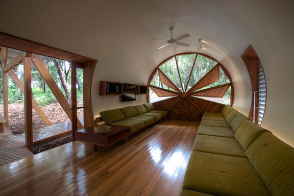 Экологичный дом с оригинальным дизайном.