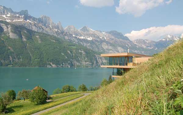 Дом с террасами для обзора окрестностей.