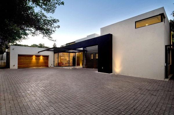 Современная архитектура коттеджной постройки в Южной Африке.