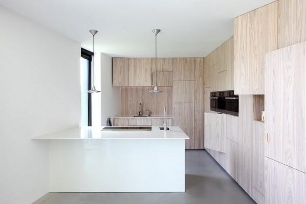 Черный дом в стиле минимализм.