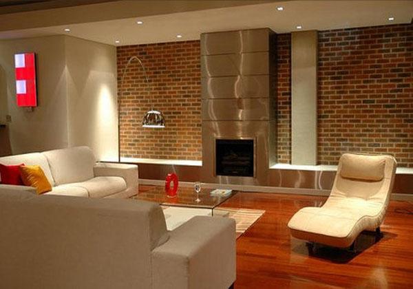 Тепло, уют и изысканность кирпичных стен, используемых для декора жилых помещений.