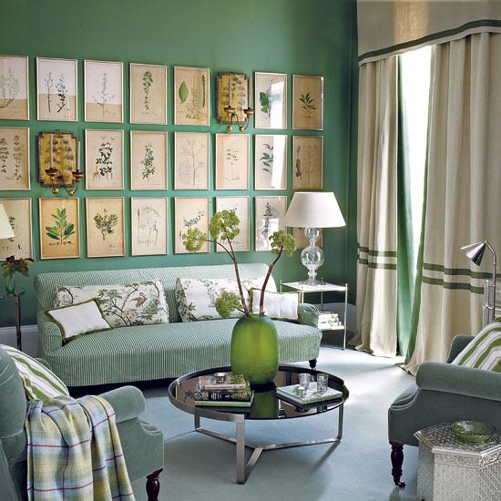 Как разместить на стене несколько картин или фотографий