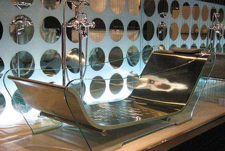 Ванна для массажа из стали и стекла