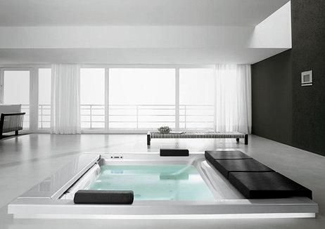 Встроенная в пол ванна с имитацией моря