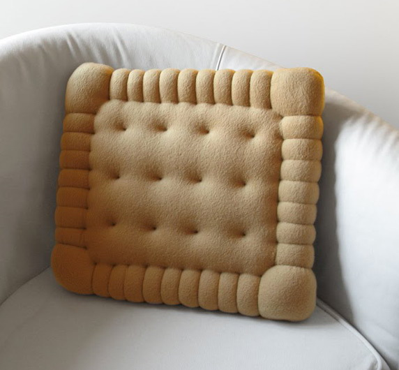 Подушка в виде печенья