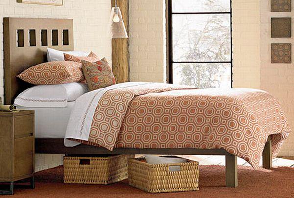 Плетеные ящики под кроватью