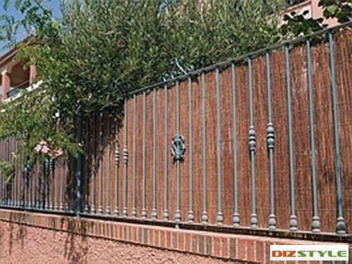Забор из лозового полотна.